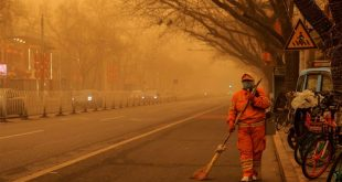Beijing is shrouded in a sandstorm, in addition to pollution