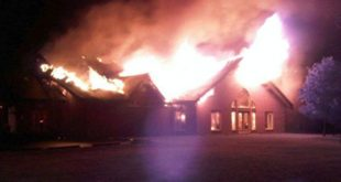 Fire sweeps through landmark Egyptian hall